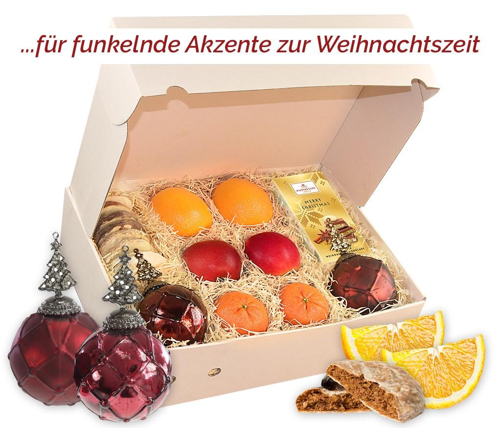 Obstbox Weihnachtskugeln mit frischem Obst, Lebkuchen, Lindt-Weihnachtsmann und roten Weihnachtskugeln aus Craque-Glas