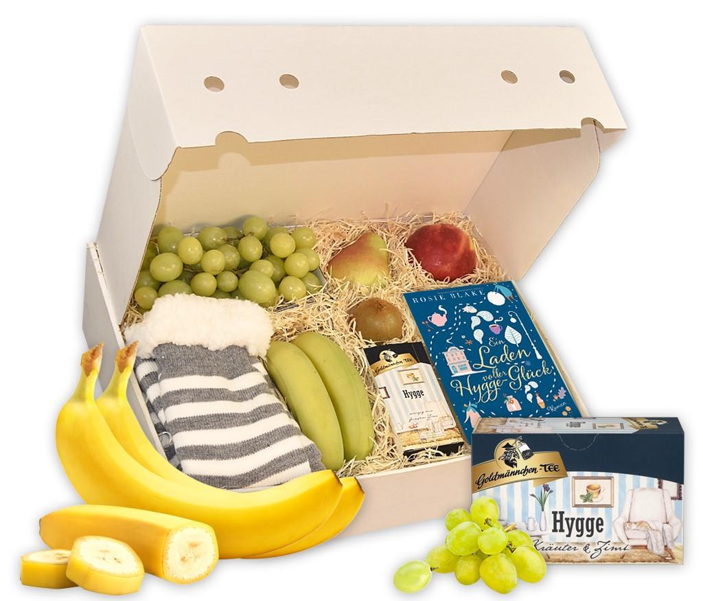 Geschenkbox Hygge mit kuschligen Socken, CD Hörspiel, Hygge Tee und vitaminreichem Obst