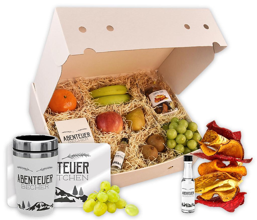 """Obstbox """"Abenteuer"""" mit frischem Obst, knusprigen Gemüsechips, Thermo-to-go-Becher, Frühstücksbrettchen und Birnenschnaps"""