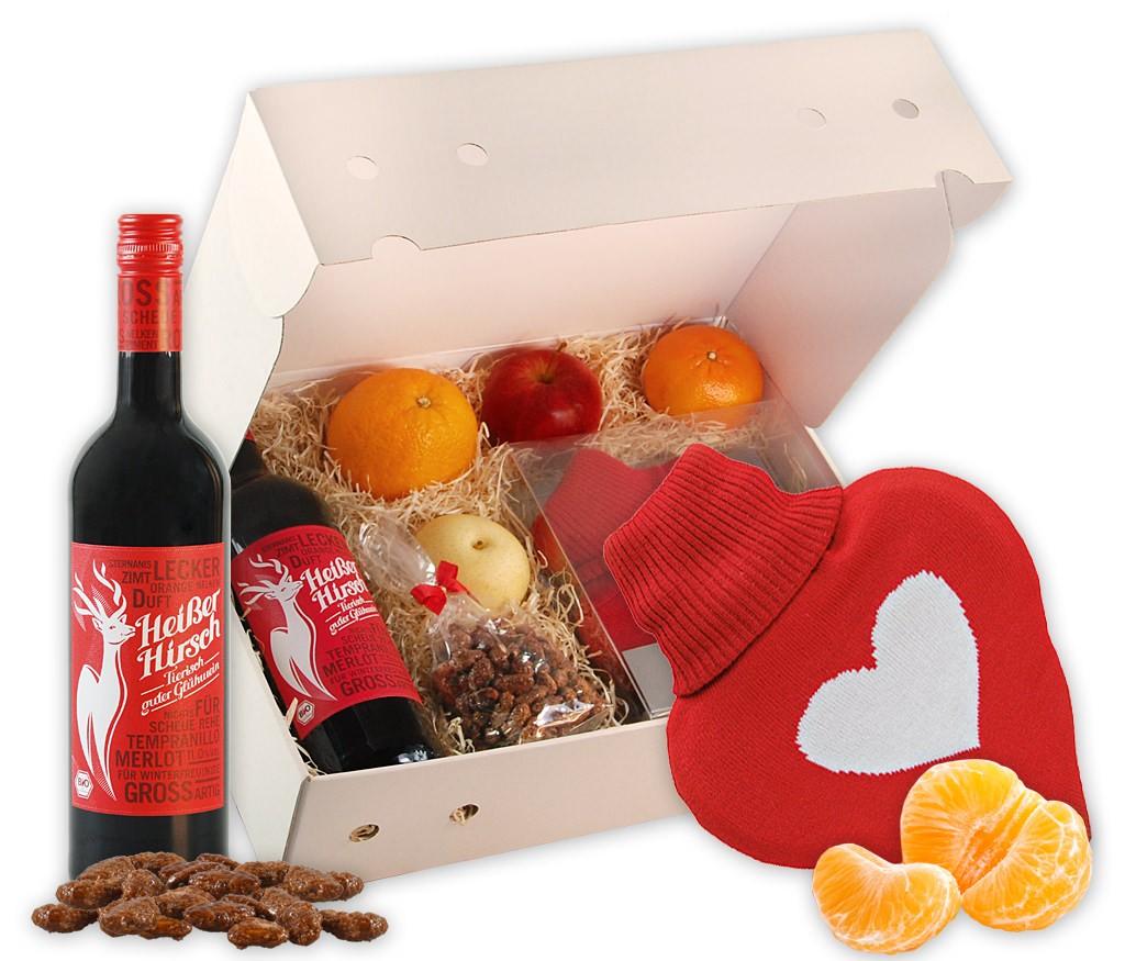 Obstbox Kuschelwärmflasche mit Winterfrüchten, duftenden gebrannten Mandeln, Wärmflasche in Herzform und leckerer BIO Glühwein