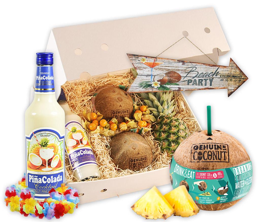 Geschenkbox Beach Party mit Ananas, Physalis, Kokosnüssen, Pinacolada, Hawaiiketten und Vintage-Schild