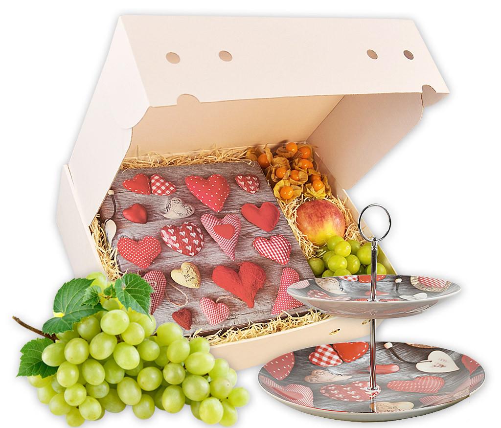 Obstbox Herzensangelegenheit mit frischem Obst, Etagere und Schokoladenherz
