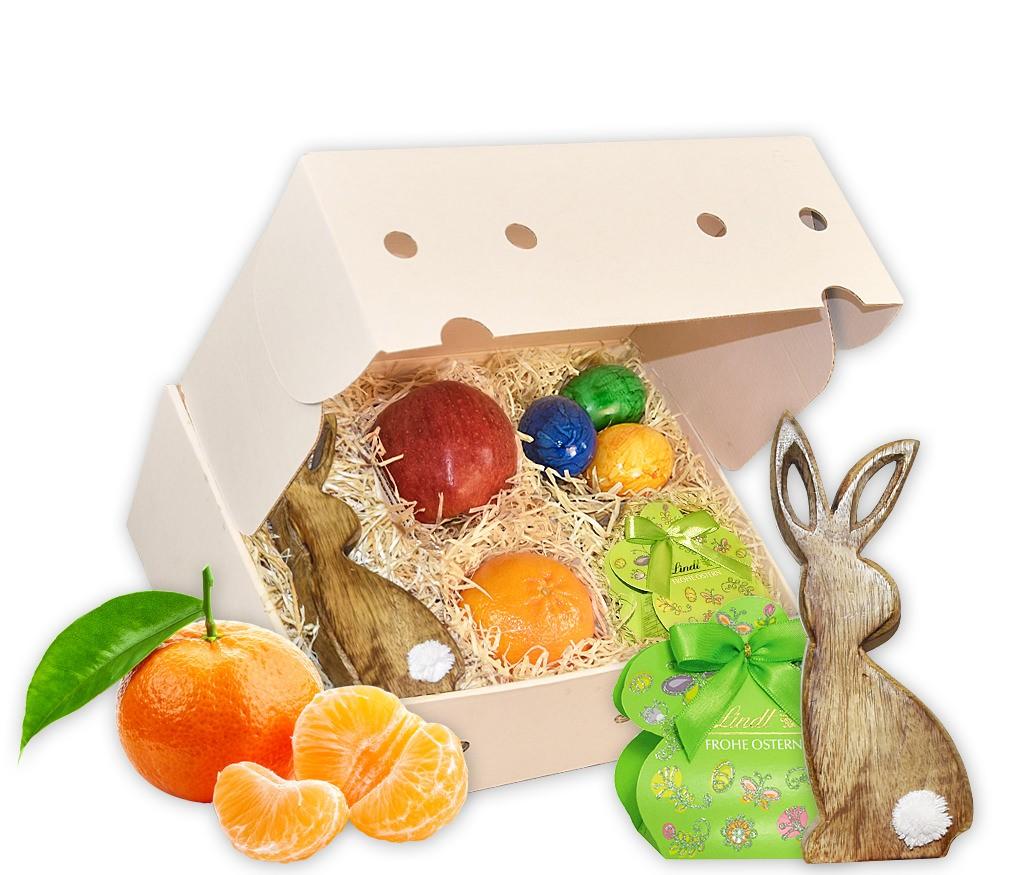 Obstbox Kleiner Osterhase mit einem Holzhasen, Marzipaneiern, buntem Ei und frischem Obst