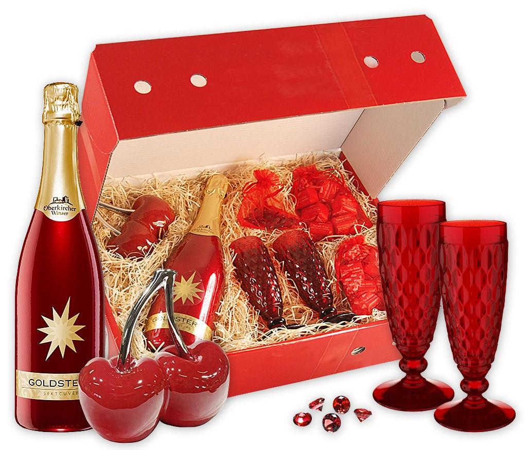 Geschenkbox Purpurrot mit rotem Sekt, roten Villeroy & Boch Gläsern, Trüffelpralinen, Keramik-Erdbeeren und Deko-Diamanten