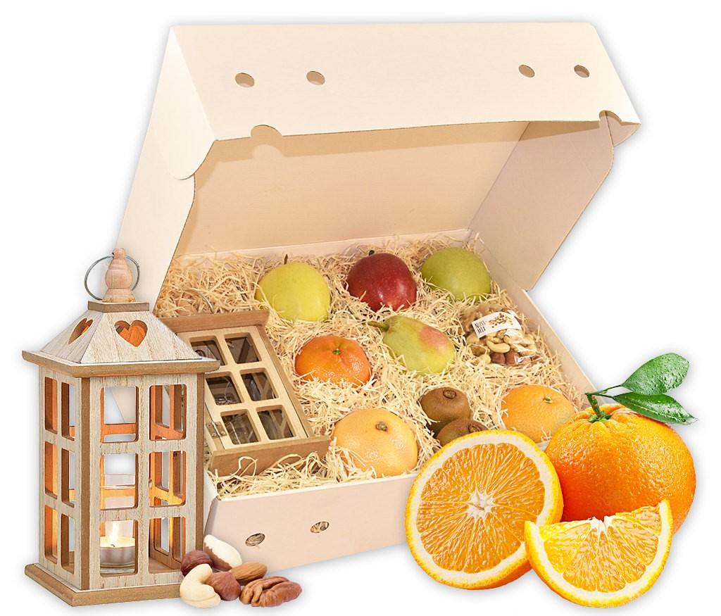 Obstbox Laternenzauber mit viel vitaminreichem Obst, knackigen Nusskernen und dekorativer Holzlaterne