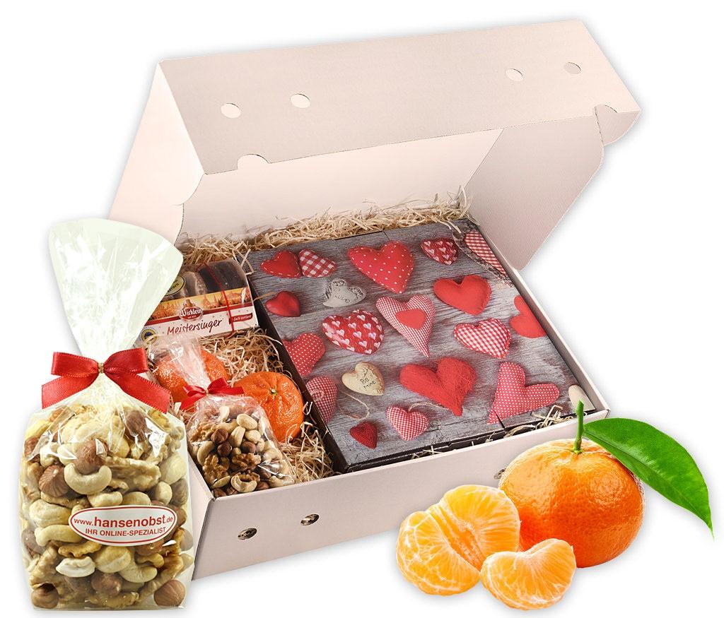 Obstbox Herz-Etagere mit frischem Obst, Etagere, Nussmix und Lebkuchen