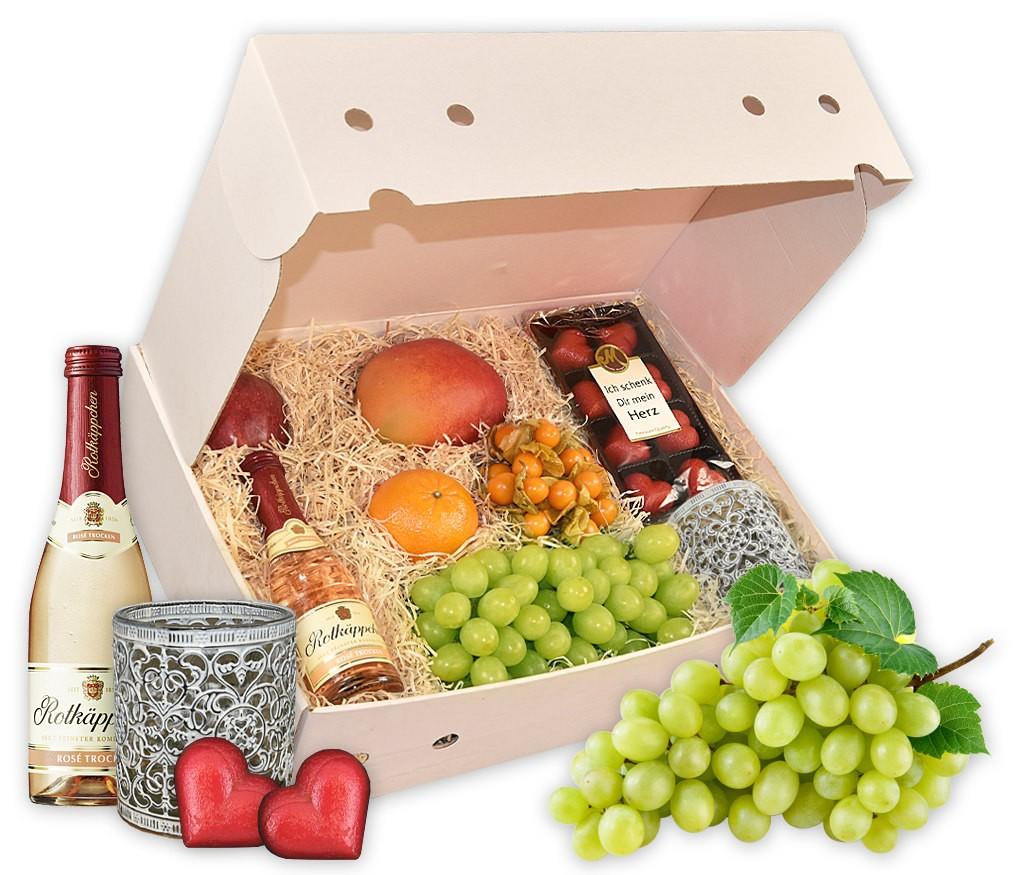 Obstbox I love you mit belgischen Pralinen, Windlicht, Sekt und frischem Obst