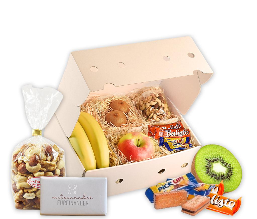 Obstbox mit frischem Obst, knackigen Nusskernen, gesunden Riegeln und schokoladiger Grußbotschaft