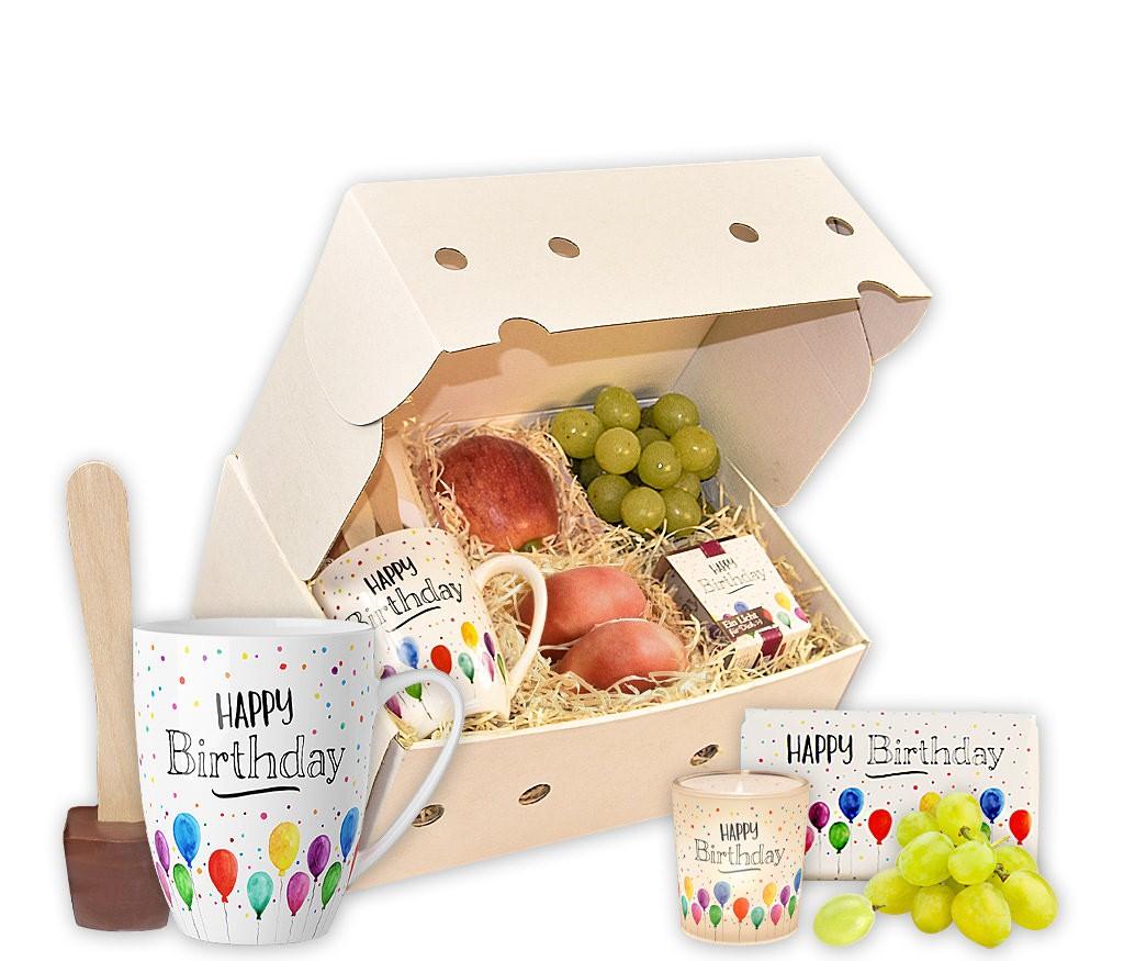 Geschenkbox Happy Birthday mit edlem Baumkuchen, Kerze und frischem Obst
