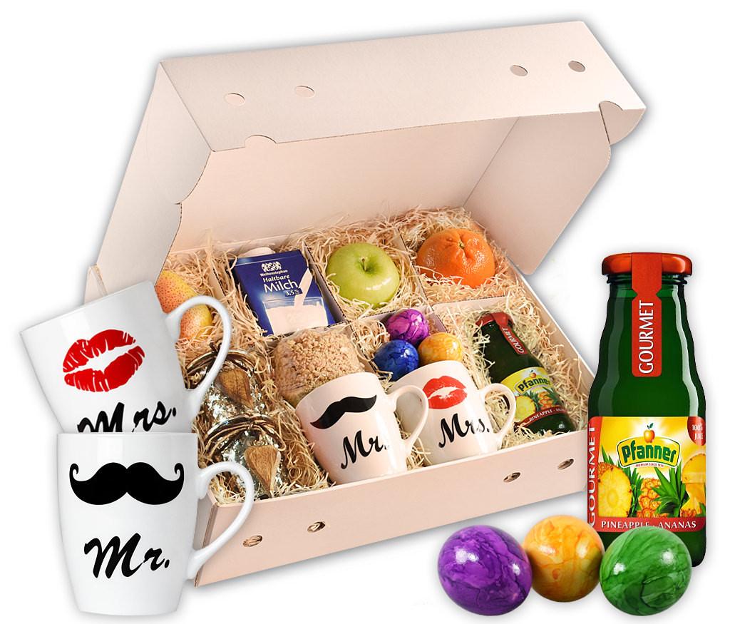 Obstbox Breakfast-for-two für ein romantisches Frühstück zu Zweit, mit Saft, Eiern, Müsli, Milch, zwei Tassen und Obst