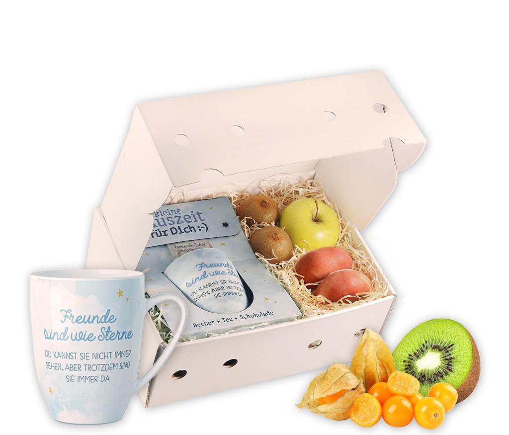 Obstbox Freunde mit frischem Obst, einer Spruch-Tasse, Schokolade und aromatischem Rooibostee in einer Geschenkbox