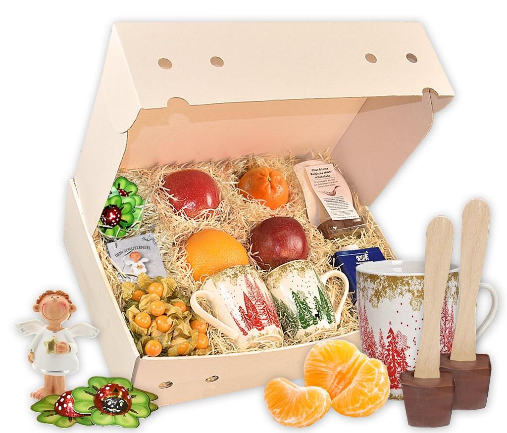 Geschenkbox Gesundes neues Jahr mit Schutzengel, Glückskäfern, Tassen, heißer Schokolade und frischem Obst